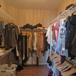 16 Walk-in Closet